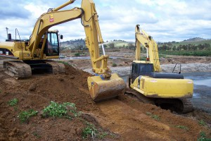 <b>Excavators</b> <b>Size:</b> 22 tonne, 25 tonne<br /> <b>Features:</b><br /> Low ground pressure tracks<br /> Specialised sludge removal/handling attachments.