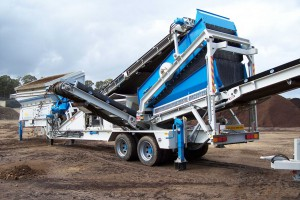 <b>Sieve</b><br /> <b>Capacity:</b> 400 tonnes per hour<br /> Min. screen size:4mm<br /> <b>Features:</b> Mobile and quick set up time<br /> Hammermill to reduce waste